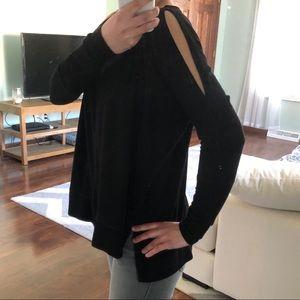 BOWDEN Cold Shoulder LS Top in Black